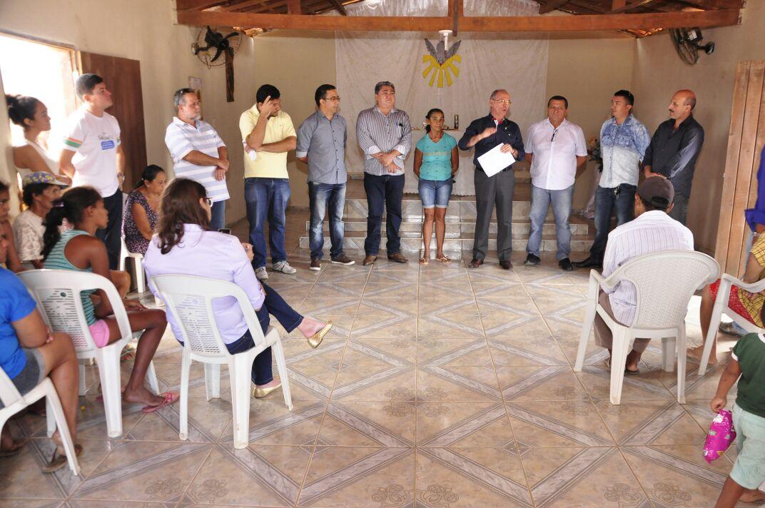 Secretário da Casa Civil, Nelson Martins, visita comunidades de Carnaúba dos Barrosos, em Canindé, para execução das obras de abastecimento d'água no Projeto São José III
