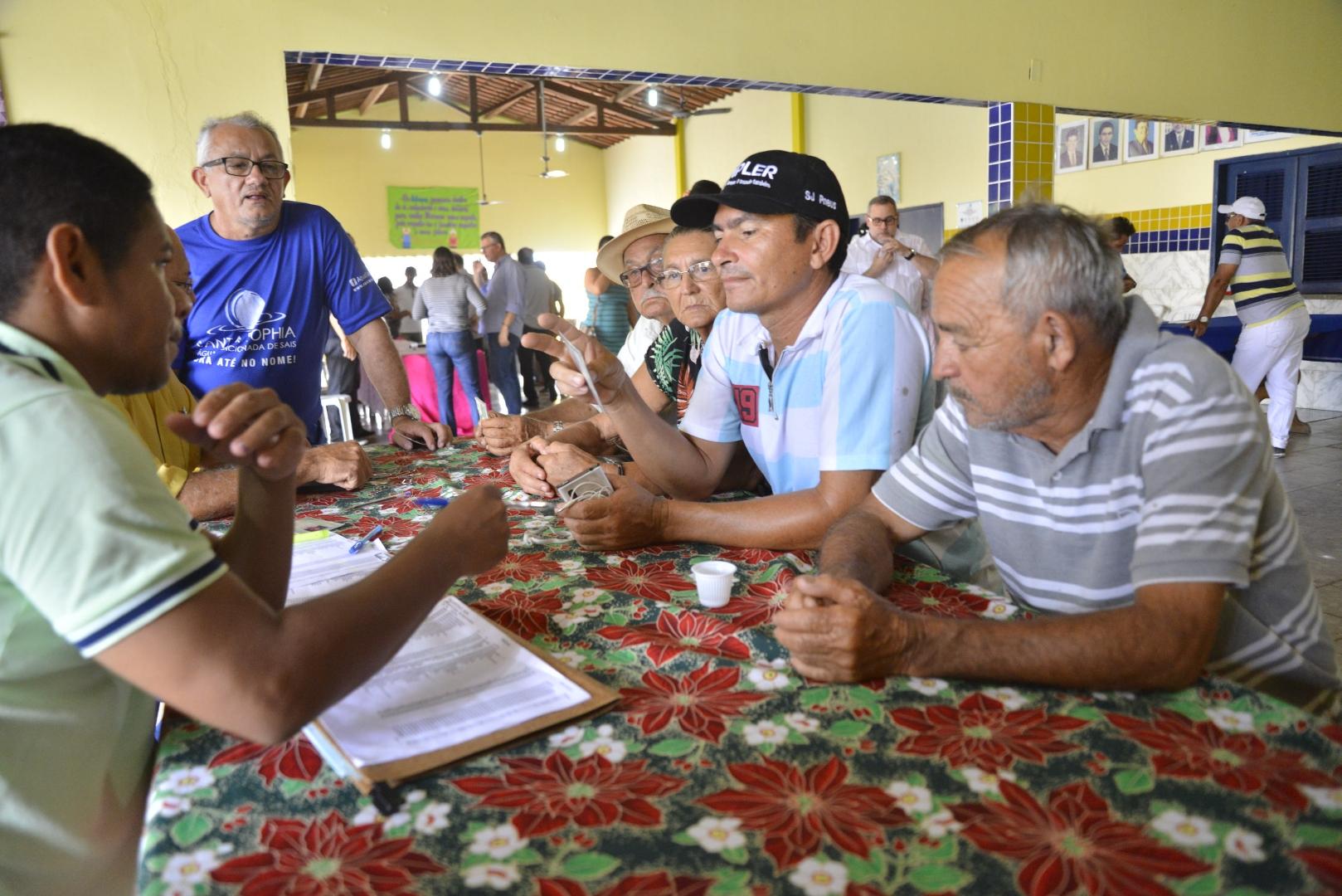 Pacujá recebe 120 títulos de propriedade rural do Governo do Ceará